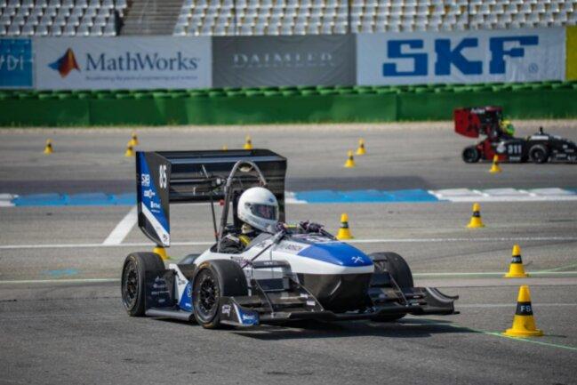 <p>RT 13: 3. Gesamtplatz der Elektrofahrzeuge bei der Formula Student Germany und 4. Platz auf der Formula Student Electric Weltrangliste</p>