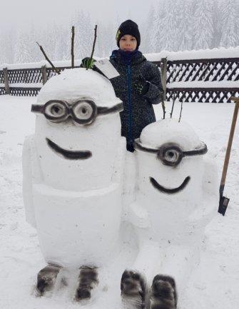 Mit Muskelkraft und viel Witz haben die Schüler der 5. bis 8. Klasse der Oberschule Eibenstock die Aufgabe umgesetzt, die ihnen Kunstlehrer Thomas Helm im Homeschooling aufgegeben hat: Schneeskulpturen zu kreieren. Insgesamt entstanden 230 Schneewerke. Favoriten waren Minions...