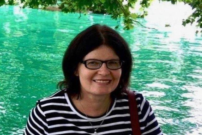 """<p>Heike Hubricht ist gebürtige Freibergerin. Nach dem Abitur absolvierte sie ein Volontariat bei einer Tageszeitung in Dresden und Karl-Marx-Stadt, anschließend studierte sie in Leipzig Journalistik. Seit 1992 ist sie bei der """"Freien Presse"""" tätig, seit 2010 in der Lokalredaktion Freiberg. Schwerpunkte ihrer Arbeit als Reporterin sind Kreisthemen, soziale Themen und das Mittelsächsische Theater.</p>"""