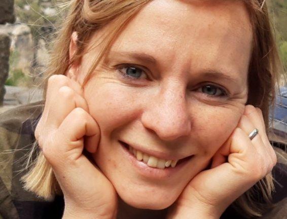 <p>Cornelia Schönberg: Seit 2018 im Team der Lokalredaktion Freiberg, schreibt Cornelia Schönberg Geschichten, Interviews und Porträts zu Menschen und Themen, die Mittelsachsen bewegen. Die gebürtige Freibergerin hat in Halle/Saale Linguistik im interkulturellen Kontext, Deutsche Sprache und Literatur sowie Multimedia &amp; Autorschaft mit Schwerpunkt Onlinejournalismus studiert.</p>