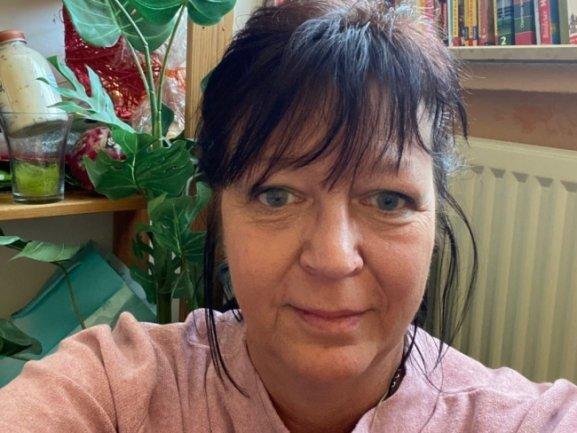 """<p>Babette Philipp, geboren 1965 in Karl-Marx-Stadt, dort Berufsausbildung mit Abitur, Studium der Werkstoffwissenschaften, danach wissenschaftliche Mitarbeiterin in einem Forschungszentrum. Als Seiteneinsteigerin begann die Arbeit als """"Freie Presse""""-Redakteurin 1992 in der Lokalredaktion Hohenstein-Ernstthal, ab 1994 im Ressort Nachrichten. Seit 2021 Blattmacher im neuen Newsdesk.</p>"""
