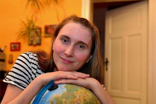 """<p>Franziska Muth: Meine Welt - das war seit 1984 erst einmal lange Leipzig. Zwischendurch diverse Schwimmhallen, als Leistungssportlerin, dann zum Journalistik-Studium die Universität. Die Reise führte für ein halbes Jahr nach Lissabon, 2008 dauerhaft als Redakteurin zur """"Freien Presse"""" und 2014 nach Rochlitz. Es gibt noch viel zu entdecken. Ich freue mich drauf.</p>"""