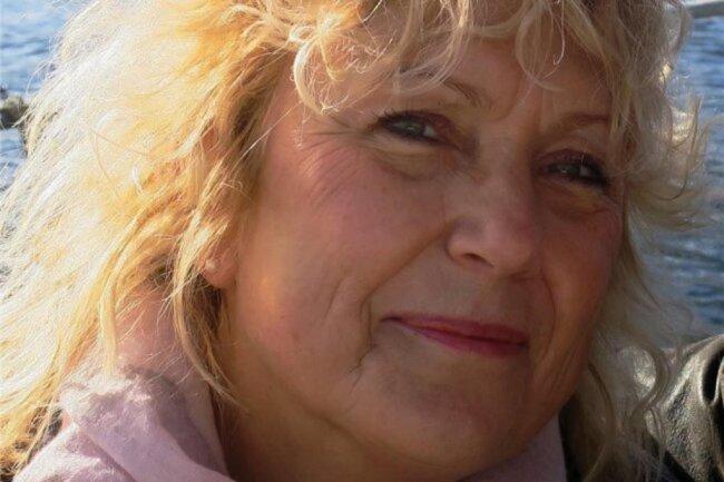 """<p>Astrid Ring, ist in Sachsen aufgewachsen, hat in Leipzig Journalistik studiert und begann nach mehreren Stationen bei anderen Zeitungen im Jahr 1992 für die """"Freie Presse"""" in der Lokalredaktion Freiberg/Brand-Erbisdorf zu arbeiten. Sie schreibt über aktuelle lokale Themen in Freiberg und den Gemeinden des südlichen Raumes in Mittelsachsen ebenso wie über Lebensgeschichten.</p>"""