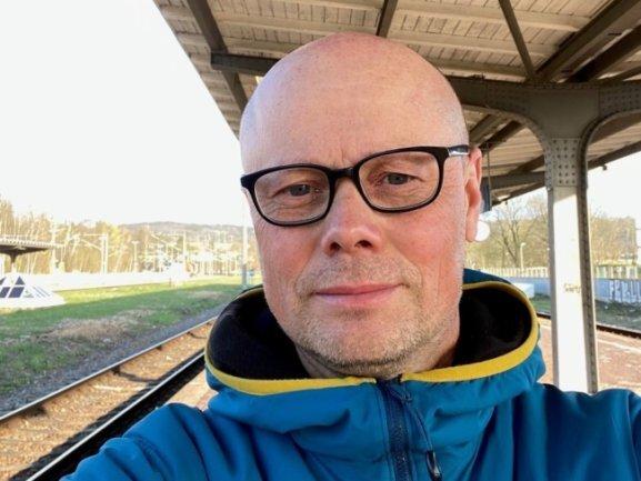"""<p>Matthias Behrend (53) ist seit 1996 als Lokalreporter für die """"Freie Presse"""" unterwegs, anfangs in Zwickau, dann in Chemnitz und Stollberg, erneut in Zwickau und seit 2015 in Flöha. Der Diplomingenieur für Mikrosystemtechnik gehört zu den journalistischen Seiteneinsteigern und ist regelmäßig erstaunt darüber, wie viele wunderbare Geschichten noch nicht erzählt worden sind.</p>"""