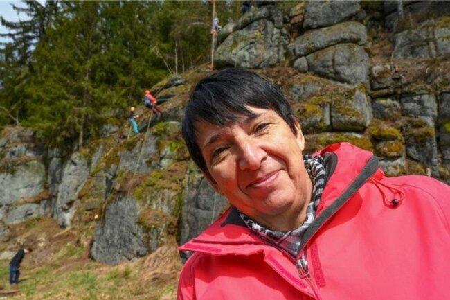 <p>Heike Mann (57) ist Reporterin in der Lokalredaktion Aue seit Oktober 2016. Davor war sie viele Jahre in der Lokalredaktion Auerbach im Vogtland tätig. Studiert hat sie von 1984 bis 1988 an der Karl-Marx-Universität in Leipzig. Sie ist in der Redaktion für die Kommunen Eibenstock, Zschorlau und Schönheide zuständig. Sie liebt den Beruf, weil sie immer wieder interessante Menschen trifft.</p>
