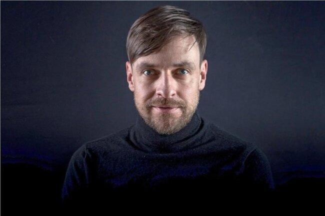 """<p>Michael Urbach, 40, ist seit 2012 Redakteur bei der """"Freien Presse"""" in Annaberg und Chemnitz. Zuvor arbeitete er bei einer Fachzeitschrift in Leipzig, volontierte bei der """"Fuldaer Zeitung"""" und studierte an der Universität der Messestadt Diplom-Journalistik sowie Mittlere und Neuere Geschichte. Neben der Arbeit in der Redaktion frönt er dem Fotografieren und Wandern.</p>"""
