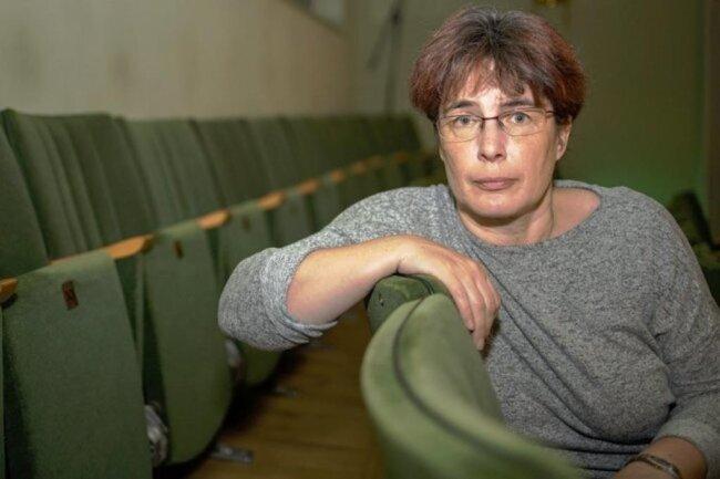 """<p>Antje Flath ist als Erzgebirgerin seit mittlerweile mehr als 30 Jahren für die Leserinnen und Leser der """"Freie Presse"""" im Erzgebirge unterwegs. Nach dem Start der Ausbildung im Herbst 1988 ging es gleich in die Praxis. In der Lokalredaktion in Marienberg hat sie sich dann alles weitere wichtige Rüstzeug für den Lokaljournalismus angeeignet. Seit 2010 arbeitet sie in Annaberg-Buchholz.</p>"""