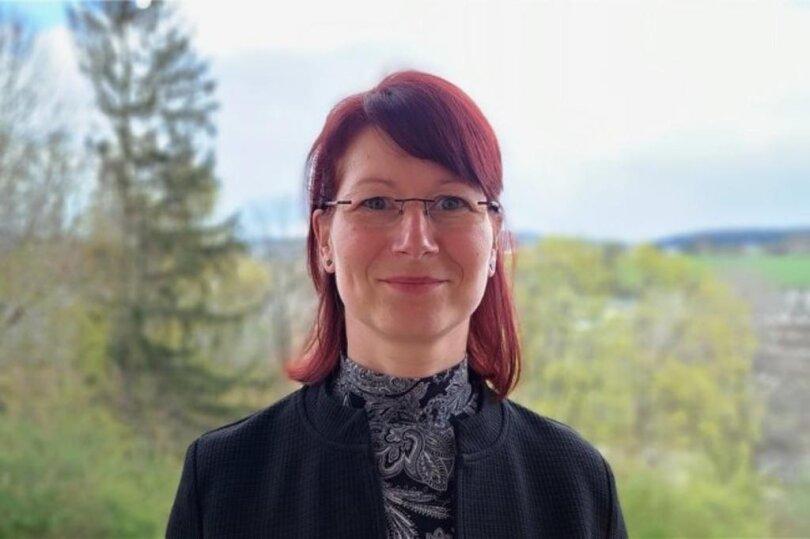 <p>Nancy Dietrich, Regionalleiterin, hält die Fäden der vier Lokalausgaben im Vogtland zusammen. Ihr Journalistik-Studium in Leipzig führte die Brandenburgerin einst nach Sachsen. Nach Volontariat und erstem Redakteursjob kam sie 2010 als Reporterin in die Plauener Redaktion. 2015 wurde sie Lokalchefin in Zwickau. Seit 2017 führt sie im Süd-Zipfel Sachsens Regie – und weiß ein tolles Team hinter sich.</p>