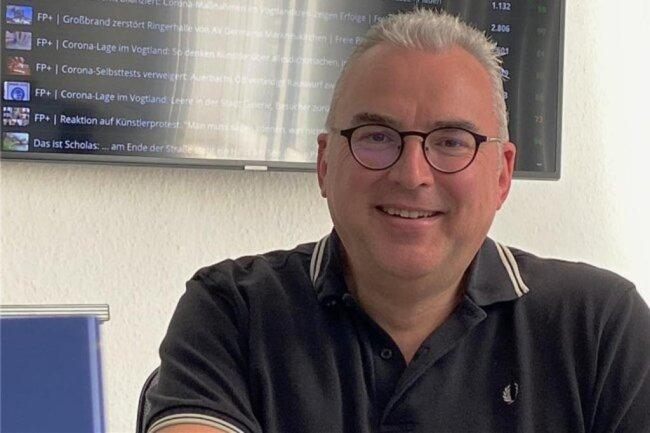 """<p>Uwe Selbmann organisiert als stellvertretender Regionalleiter die Seitenproduktion der Vogtland-Ausgaben der """"Freien Presse"""". Er ist 1968 in Werdau geboren und hat einen Berufsabschluss als Offset-Drucker, anschließend Volontariat bei der """"Freien Presse"""". Stationen als Redakteur in Werdau, Plauen, Auerbach und Oelsnitz/Vogtland, ab 1996 als Leiter der jeweiligen Lokalredaktionen.</p>"""