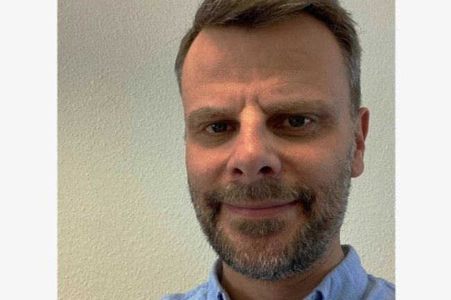 """<p>Swen Uhlig ist seit November 2020 Reporter in der Lokalredaktion Plauen. Er ist 1969 in Karl-Marx-Stadt geboren. Zunächst studierte er Journalistik in Leipzig und anschließend BWL an der TU Chemnitz. Bei der """"Freien Presse"""" ist er seit 1997 – zunächst in Freiberg und Chemnitz, von 1999 bis 2006 als Lokalchef in Marienberg. Von 2006 bis 2020 war er Redaktionsleiter in Chemnitz.</p>"""