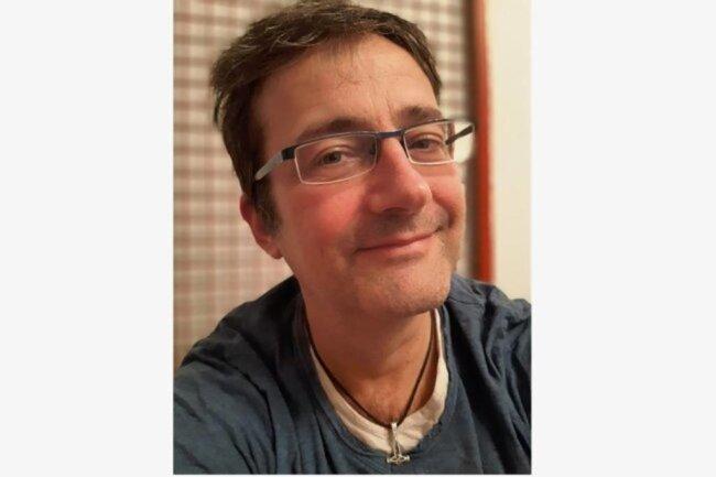 """<p>Gunter Niehus, geboren vor 53 Jahren bei Lübeck, wuchs in Franken auf, studierte Geschichte und Literatur und arbeitet seit 2000 mit einem Abstecher zur """"Sächsischen Zeitung"""" bei der """"Freien Presse"""". Nach Stationen im Erzgebirge und Plauen leitet er jetzt die Redaktion in Reichenbach. Sein Ehrgeiz: Komplizierte Zusammenhänge so aufzuschreiben, dass man sie gut verstehen kann.</p>"""