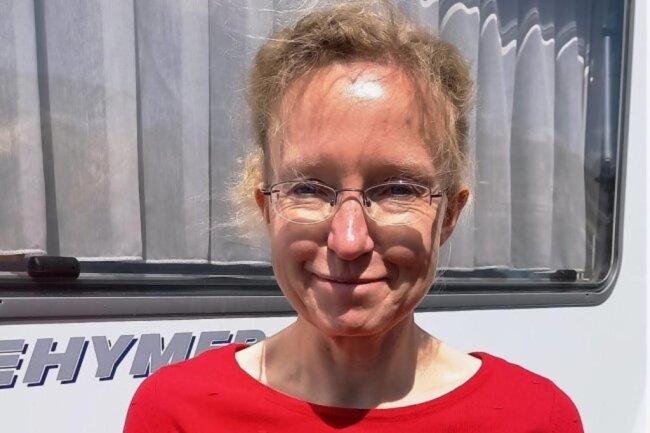 <p>Antje Müller organisiert für die Lokalredaktion in Plauen das Sekretariat. Sie ist im Vogtland geboren und aufgewachsen. Von 1988 bis 1990 absolvierte sie eine Ausbildung zur Facharbeiterin für Schreibtechnik. Seit 1991 sammelte sie Erfahrungen in verschiedenen Sekretariaten im Vogtland tätig. Ihre Hobbys sind Lesen, Fahrradfahren und Reisen in skandinavische Länder.</p>
