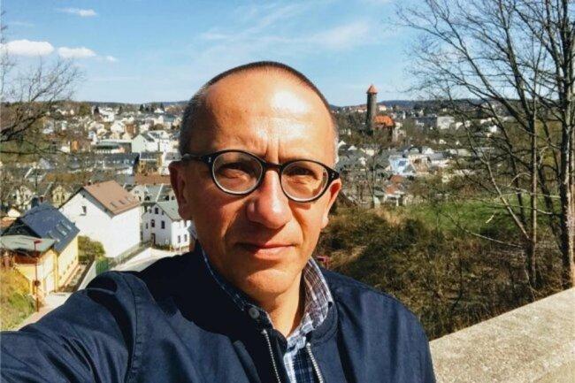 """<p>Holger Weiß bevorzugt ais Freizeit-Laufsportler die langen Strecken und verfügt auch im Journalismus über Ausdauer. Er wurde 1963 in Zwickau geboren und wuchs in der Lausitz auf. Es folgten Jahre an der Ostseeküste und das Studium der Geschichte in Halle. Seit 1992 ist er bei der """"Freien Presse"""" – erst in Zwickau, seit 1997 im Vogtland. Stationen hier: Auerbach und Plauen.</p>"""