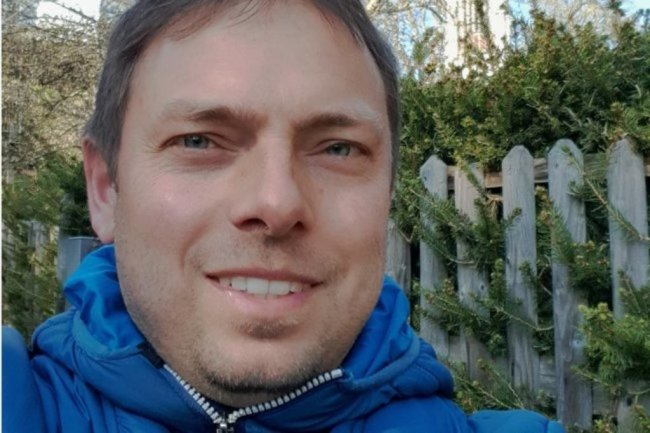 """<p>Tino Beyer hält die Fäden für die Lokalausgabe Oberes Vogtland in der Hand. Als Reporter berichtet er vor allem aus Oelsnitz und Bad Elster. Der 42-Jährige arbeitet seit 2004 als Redakteur für die """"Freie Presse"""" im Vogtland und war dabei in allen vier Redaktionen tätig. Er wohnt in Plauen. Mit seiner Familie ist er am liebsten zwischen Pfaffengut und Mosenturm unterwegs.</p>"""