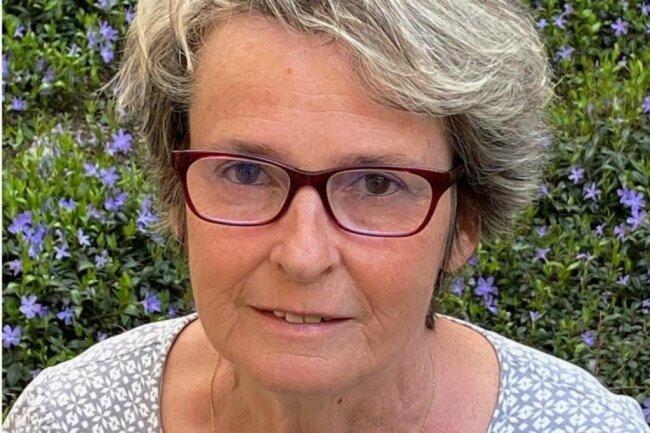 <p>Gabriele Skrobanski gehört zum Team der Vogtlandredaktion. Viele Jahre war sie als Reporterin in Klingenthal und nach der Fusion mit Oelsnitz im oberen Vogtland unterwegs. Die waschechte Klingenthalerin arbeitet seit 2009 in Plauen und ist für die Tagesproduktion – Seitengestaltung und Redigieren der Texte – der vogtländischen Lokalausgaben mit zuständig.</p>