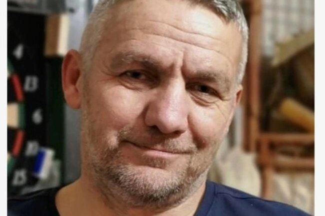 """<p>Holk Dohle wurde 1966 in Olbernhau geboren. Nach seinem Studium der Sportwissenschaften/Freizeitpädagogik an der PH Zwickau, und einem Volontariat bei der """"Rheinpfalz"""" in Ludwigshafen arbeitet er seit 1998 als Redakteur bei der """"Freien Presse"""". 2013 wurde er ausgezeichnet mit dem Journalistenpreis des ADAC Sachsen. Seine Hobbys: Motorsport, Volleyball, Angeln.</p>"""