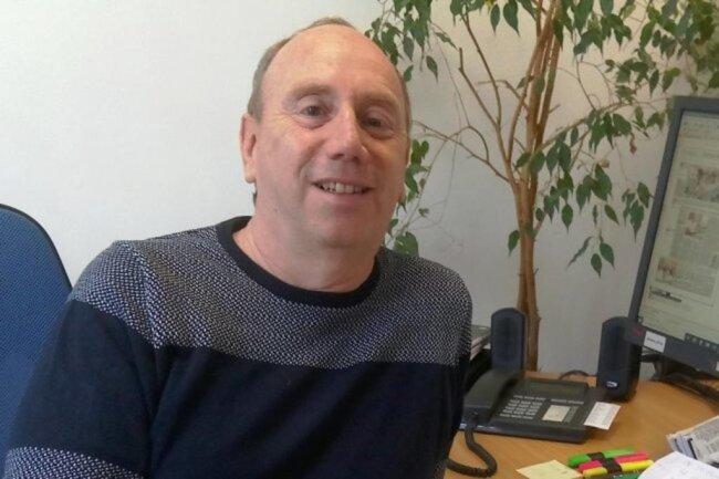 """<p>Uwe Mühlhausen gehört zu den Urgesteinen der """"Freien Presse"""" . Nach seinem Start in Zwickau, war er kurze Zeit in der Redaktion Flöha, danach sechs Jahre in Raum Stollberg unterwegs und ist seit 1995 in der Redaktion Werdau/Crimmitschau tätig. Dort kennt er inzwischen in Werdau und Crimmitschau sowie in Fraureuth, Neukirchen und Langenbernsdorf fast jede Ecke..</p>"""
