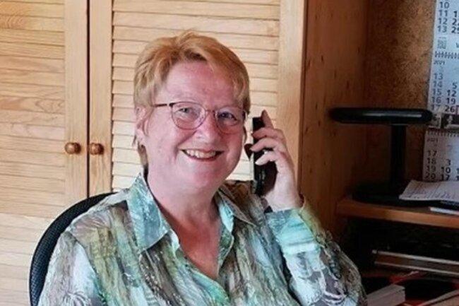 """<p>Viola Martin, geboren 1959, hat 1977 in Rochlitz Abitur und 1978 ihren Abschluss als Kleidungsfacharbeiterin gemacht. Im gleichen Jahr startete sie als """"Freie Presse""""-Redakteurin im damaligen Kreis Karl-Marx-Stadt-Land. Es folgte ein Fernstudium an der Universität Leipzig. 1991 wechselte sie in die Redaktion Glauchau. Seit 1997 arbeitet die Journalistin in der Redaktion Zwickau.</p>"""