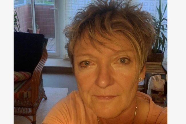 """<p>Uta Pasler ist in Westsachsen aufgewachsen und heute 53 Jahre alt. Nach einem Journalistikstudium in Mainz(Rheinland-Pfalz) hat sie als freie Mitarbeiterin bei der """"Freien Presse"""" angefangen und ist seit 1996 Redakteurin in der Lokalredaktion Zwickau. Für sie sind Wege zum Ziel das Spannende am Journalismus. Sie gehört zu den Menschen, die das klare Wort lieben.</p>"""