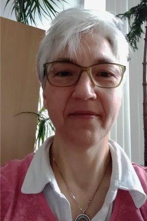 """<p>Ingrid Bergemann hatte Bauzeichnerin gelernt und bewarb sich 1986 bei der """"Freien Presse"""". Dort begann sie in der damaligen Abteilung """"Information/Dokumentation"""". Ab 1992 war sie im Bereich Leserservice/Vermischtes tätig, später im Ressort Ratgeber. Seit Oktober organisiert sie das Sekretariat der Lokalredaktion Chemnitz und pflegt den Kontakt mit Lesern und Agenturen.</p>"""