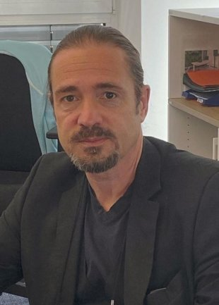 """<p>Uwe Rechtenbach, Reporter, ist seit den 1990er-Jahren in unterschiedlicher Form für die """"Freien Presse"""" und vorrangig im Chemnitzer Gebiet tätig. Chemnitz ist auch seine Heimatstadt. In der Freizeit beschäftigt er sich gern mit Malerei, Literatur, Theater, Musik, Design und Architektur. Spaß bereitet ihm auch das Konstruieren und der Bau von kleineren Möbelstücken.</p>"""