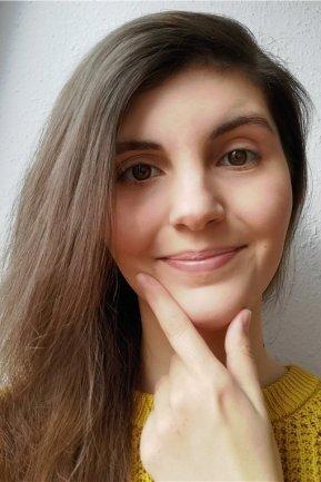 """<p>Sophie Malina war schon als Jugendliche klar, dass sie mal Journalistin werden wollte. Viele Praktika und ein Abitur später ging es für sie 2015 zum Medienmanagement-Studium an die Hochschule Mittweida. Anschließend übernahm Sophie Malina eine Tätigkeit bei einem Radiosender. Derzeit absolviert sie im Ressort Recherche ihr Volontariat bei der """"Freien Presse"""".</p>"""