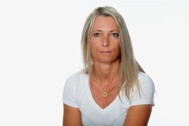 """<p>Manuela Müller ist in Lichtenstein aufgewachsen. An der Uni Leipzig hat sie Lehramt studiert und ist nach dem Abschluss bei der """"Freien Presse"""" eingestiegen, weil sie lieber schreibt als redet. Nach dem Volontariat war sie viele Jahre Reporterin in Plauen, jetzt für das Recherche-Ressort. Ihre Familienkolumne """"Unter uns"""" erscheint alle zwei Wochen in der """"Freien Presse"""" und in der """"Sächsischen Zeitung"""".</p>"""