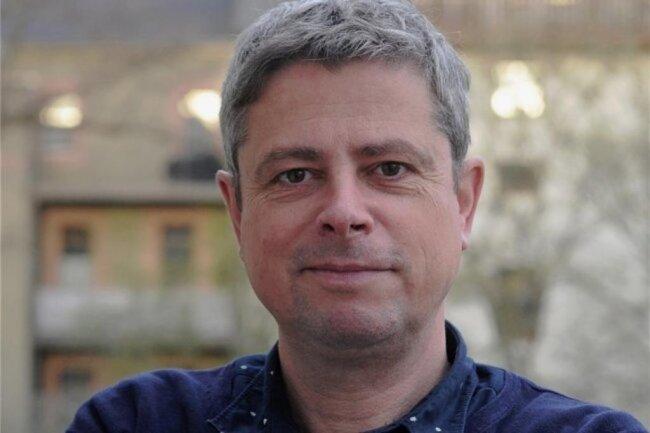 """<p>Jan-Dirk Franke ist in der Nähe von Dresden aufgewachsen. Er hat an der TU Chemnitz Betriebswirtschaftslehre studiert und war danach zeitweise freiberuflich tätig. Mit 30 Jahren wurde er Redakteur bei der """"Freien Presse"""". Heute kümmert er sich im Ressort Recherche vor allem um Wirtschaftsthemen. Zu seinen Schwerpunkten zählen Landwirtschaft und Verkehr.</p>"""