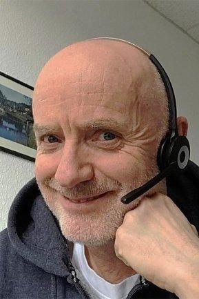 """<p>Reinhard Oldeweme, kein echter Fischkopf, aber als gebürtiger Emsländer mit einer ausgeprägten Affinität fürs Meer, kam Reinhard Oldeweme 1994 zur """"Freien Presse"""", nachdem er zuvor sein Musikstudium in Münster abgeschlossen und bei Tageszeitungen im Großraum Stuttgart gearbeitet hatte. Bei der """"Freien Presse"""" war er zunächst als Lokalredakteur in Mittweida tätig. Seit 2010 ist er Leserobmann.</p>"""