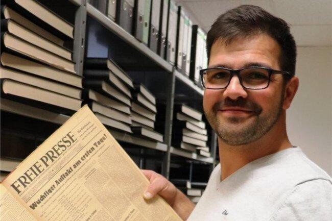 """<p>Lars Frischmann hütet das Gedächtnis der Redaktion: Das Pressearchiv. Hier wird alles archiviert, verschlagwortet, dokumentiert, damit es wiedergefunden wird, wenn es gesucht wird. Im Archiv, ganz exakt als Bereich Information/Dokumentation bezeichnet, gibt es viele Zeitungen – alte und neue, auf Papier, Mikrofiche oder digital –, vom """"Sächsischen Volksblatt"""" bis zur """"Freien Presse"""".</p>"""