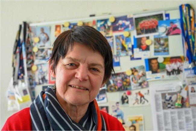 """<p>Martina Martin ist seit 1980 bei der """"Freien Presse"""" in ihrer Heimatstadt Chemnitz tätig, seit 1983 darf sie in ihrem Wunschressort Sport arbeiten. Sie betreut vorrangig die Sportarten Radsport, Turnen, Eiskunstlaufen und Gewichtheben sowie jene, die nicht so in der Öffentlichkeit stehen. Besonders ans Herz gewachsen sind ihr Athleten mit Handicap. Sie ist Autorin des Buches """"Chemnitzer Eissterne"""", das im Chemnitzer Verlag erschien.</p>"""