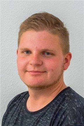 """<p>Georg Ulrich Dostmann wurde 1992 in Chemnitz geboren und ist in Lugau aufgewachsen. Seit einem Jahr wohnt er in Aue-Bad Schlema. Nach der Schulzeit folgte eine Ausbildung zum Automobilkaufmann. Seit dem Jahr 2013 ist er für die """"Freie Presse"""" als freier Fotograf und Redakteur tätig, vorwiegend arbeitet er für die Lokalredaktionen Aue-Schwarzenberg und Stollberg.</p>"""