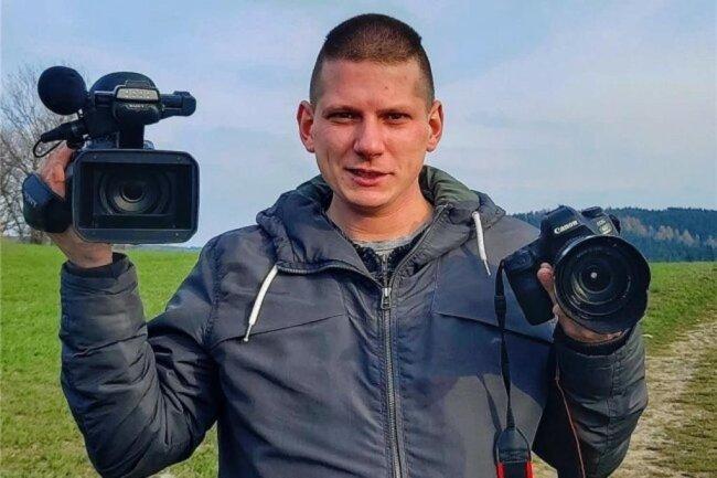 """<p>André März wurde 1989 in Annaberg-Buchholz geboren. Nach seiner Schulzeit absolvierte er eine Ausbildung zur Fachkraft für Lagerlogistik und arbeitet auch in dem Beruf. Nebengewerblich ist er seit sechs Jahren als Bild- und Videojournalist tätig. Neben Blaulicht- und Wetterereignissen gehören auch Alltagsgeschichten sowie Aufträge für die """"Freie Presse"""" zu seinem Portfolio.</p>"""