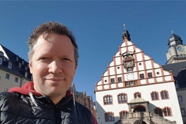 """<p>Christian Schubert, geboren in Plauen, ging einst als Hobby-Moderator für einen Internet-Radiosender einmal wöchentlich auf Sendung. Das ebnete den Weg für journalistische Tätigkeiten bei einem großen regionalen Radiosender und einer regionalen Tageszeitung. Seit Januar 2015 ist er für """"Freie Presse"""" und andere mediale Auftraggeber als freier Journalist und Pressefotograf tätig.</p>"""