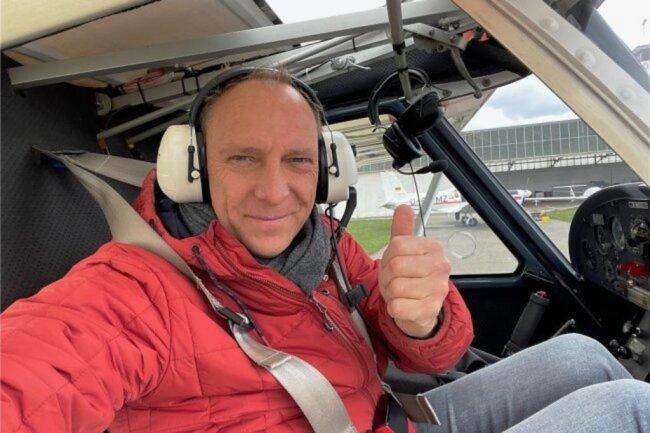 <p>Ralph Köhler findet es als etwas Besonderes, immer wieder in ein Flugzeug zu steigen und die Welt von oben abzulichten. Viele Jahre fliegt er nun schon, mehrfach im Jahr über die Region Zwickau und den Landkreis. Dank des Piloten vom Aero Club in Zwickau – Joachim Lenk – passt es immer, auch weil Köhler leidenschaftlich gern fotografiert.</p>