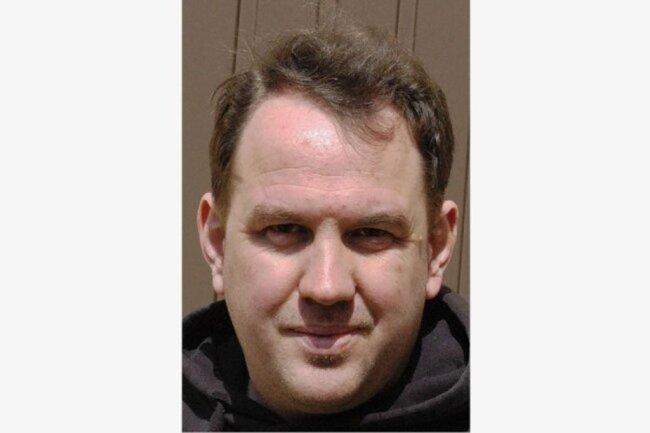"""<p>Robin Seidler wurde 1985 in Leisnig geboren. Nach dem Abitur war er einige Jahre beim Radio, von 2007 bis 2012 Studium der Angewandten Medienwirtschaft (Schwerpunkt Sportjournalismus) in Riesa und Mittweida. Erste Texte für die """"Freie Presse"""" schrieb er 2010, seit 2015 ist er Teammitglied der Lokalsportredaktion, aus der 2017 """"Punktwerk"""" hervorging.</p>"""