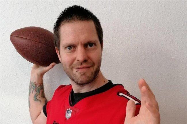 """<p>Torsten Ewers wurde 1982 in Göttingen geboren. Er war schon immer vielseitig interessiert. Studierte Jura und Psychologie. Seit er 2017 bei """"Punktwerk"""" einstieg, kümmerte er sich auch beruflich um sein größtes Hobby: Sport. Begann in Mittelsachsen und ist seit 2019 im Team Westsachsen. Schaut am liebsten American Football, legt sich selbst gern auf die Hantelbank.</p>"""