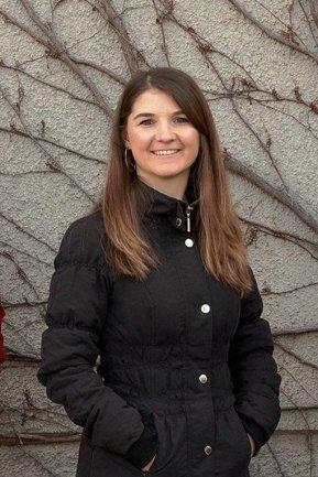 """Linda Barthel, geboren 1990 im Erzgebirge, lebt mittlerweile seit zwölf Jahren in Dresden. Hier hat sie Medienwissenschaften studiert und bei der """"Sächsischen Zeitung"""" volontiert. Anfang 2019 kam sie zur Redaktion Nutzwerk, wo sie für das Layout der Seiten zuständig ist und Texte aus den verschiedensten Themenbereichen bearbeitet."""