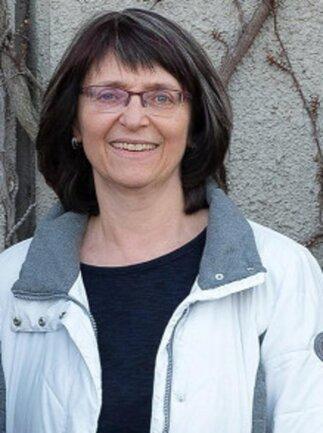 """Stephanie Wesely, geboren 1961 in Karl-Marx-Stadt und immer noch Chemnitzerin. Sie ist 1990 in den Journalistenberuf gewechselt, war vorher als Hygieneinspektorin tätig. Die medizinischen Themen, denen sie sich jetzt vorrangig widmet, sind ihr also sehr vertraut. Außerdem schreibt sie gern für die wöchentliche Seite """"Kind & Kegel""""."""