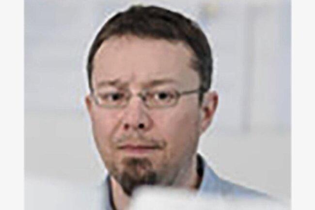 """Andreas Rentsch hat einen Magisterabschluss in Politikwissenschaft. Er volontierte bei der """"Sächsischen Zeitung"""" und arbeitete dort im Ressort Leben. Jetzt bei Nutzwerk ist er vor allem der Fachmann für Themen rund um das Internet und das Digitale, wobei ihm Datenschutz dabei besonders wichtig ist. Zudem ist er für Mobiles zuständig."""