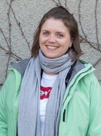 """Jana Geißler-Dröfke, geboren 1985 in Dresden. Seit 2007 ist sie in der Redaktion der """"Sächsischen Zeitung"""" als Sekretärin tätig, und seit Gründung von Nutzwerk im September 2014 auch für die """"Freie Presse"""". Sie kümmert sich um alles Organisatorische, damit ihre Kollegen in Ruhe ihre Beiträge recherchieren und schreiben können."""