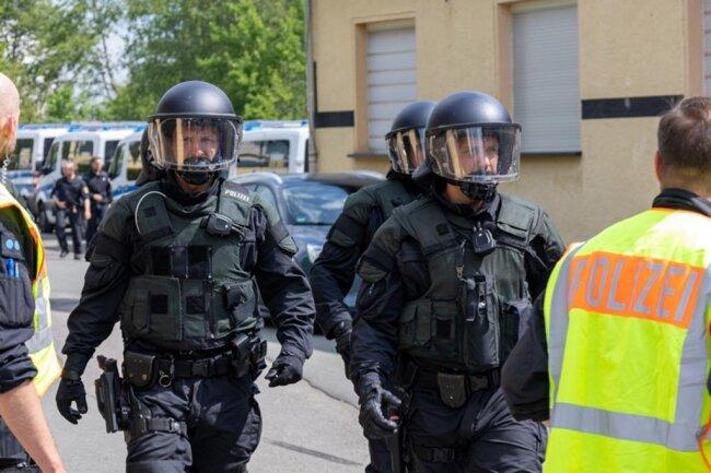 <p>Eine Hundertschaft der Sächsischen Bereitschaftspolizei hat mögliche Szenarien am Donnerstag im VfB-Stadion durchgespielt.</p>