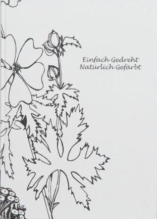 """<p>""""Einfach gedreht,&nbsp;Natürlich gefärbt"""" - Druck, Illustration in Buchform von Aleksandra Chojnacki aus Bayreuth &amp; Marie Sparrer (23) aus Weiden</p>"""