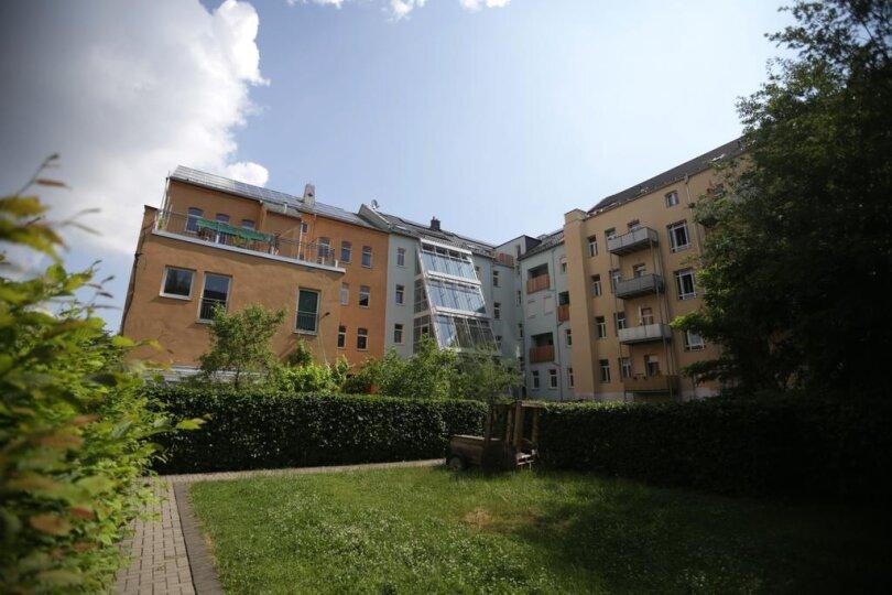 <p>Ein moderner Glasanbau an das Gründerzeithaus an der Peterstraße 28 bildet Deutschlands größte Indoor-Aquaponikanlage.</p>