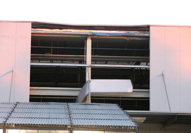 <p>In Hohenstein-Ernstthal auf dem Gewerbegebiet an der Baumschule wurden erhebliche Schäden an den Fassaden der Produktionsgebäude&nbsp;verursacht.</p>