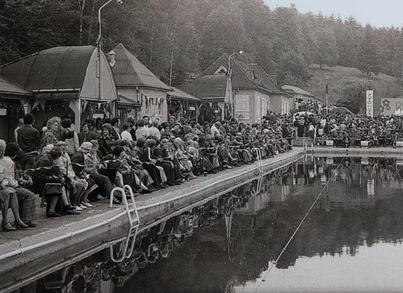 <p>Gern erinnert man sich in Gornsdorf an gut besuchte Konzerte. Zu Gast waren unter anderem Pro Musicum, Die Roten Gitarren, Jeff Harrison und die Puhdys.</p>