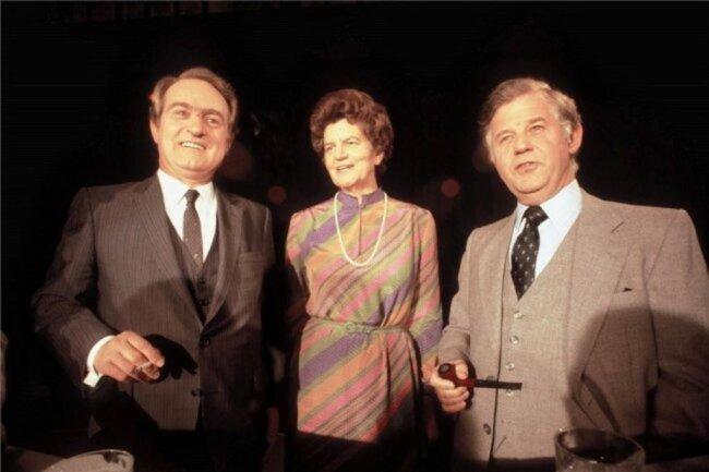 <p>1980: Als CDU-Herausforderer trat Biedenkopf gegen den beliebten SPD-Ministerpräsidenten Johannes Rau bei der Landtagswahl an und verlor. In der Mitte die FDP-Kandidatin Liselotte Funcke, damals Ausländerbeauftragte der Bundesregierung.</p>