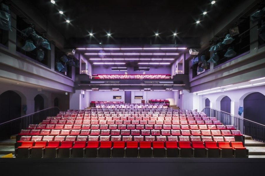 """<p><span new="""""""" roman="""""""" style=""""font-size:12.0pt;line-height:107%; font-family:"""" times="""""""">Blick in den Theatersaal. </span></p>"""