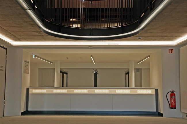 """<p><span new="""""""" roman="""""""" style=""""font-size:12.0pt;line-height:107%; font-family:"""" times="""""""">Besucher können gleich nach Betreten des Hauses ablegen. Die Garderobe befindet sich nach dem Umbau im Erdgeschoss. </span></p>"""
