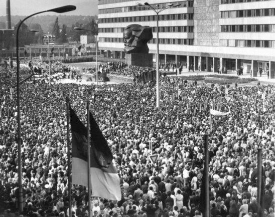 <p>250.000&nbsp;Menschen nahmen am 9.Oktober 1971&nbsp;an der Enthüllung des Monuments teil.</p>  <p>&nbsp;</p>